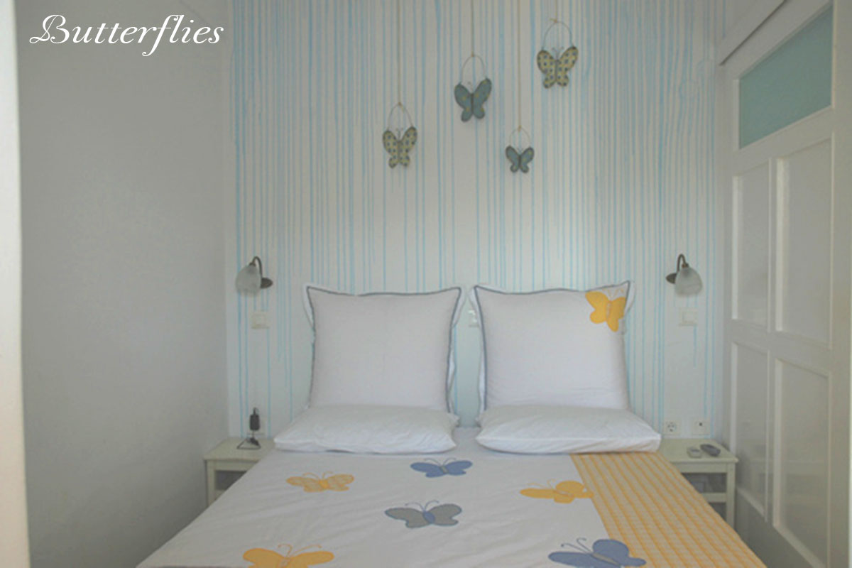 Amfitriti studios at Serifos - The room butterflies