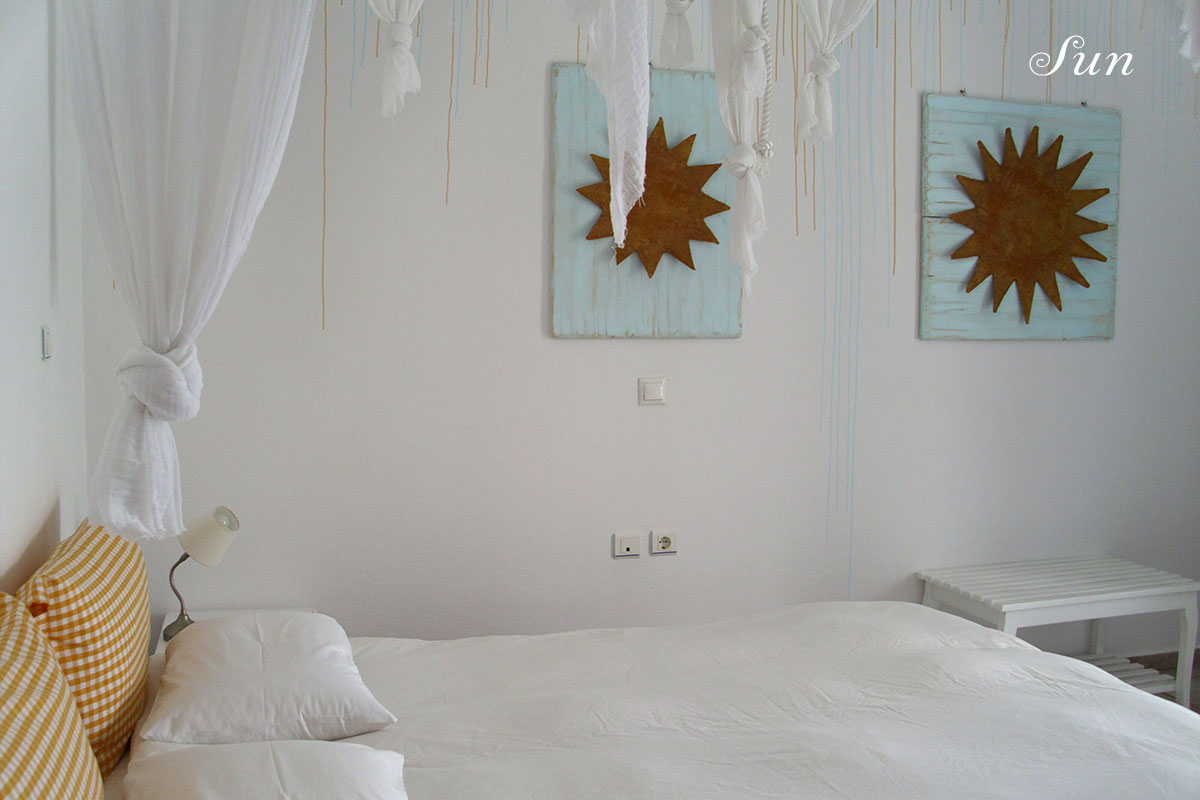 Studio in Serifos decorated with suns